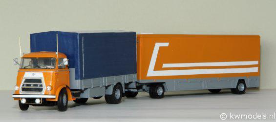 DAF met pakwagen. De cabine is van WSI, het chassis van de DAF, de bak en de pakwagen zijn geheel eigenbouw van styreen.