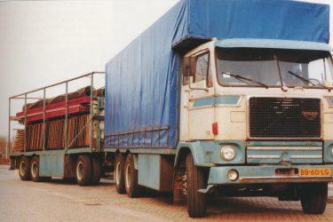 Volvo F88 met vloerenwagen Korten